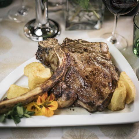 Das Tomahawk Steak vom Styria Beef wiegt mindestens 800 Gramm.