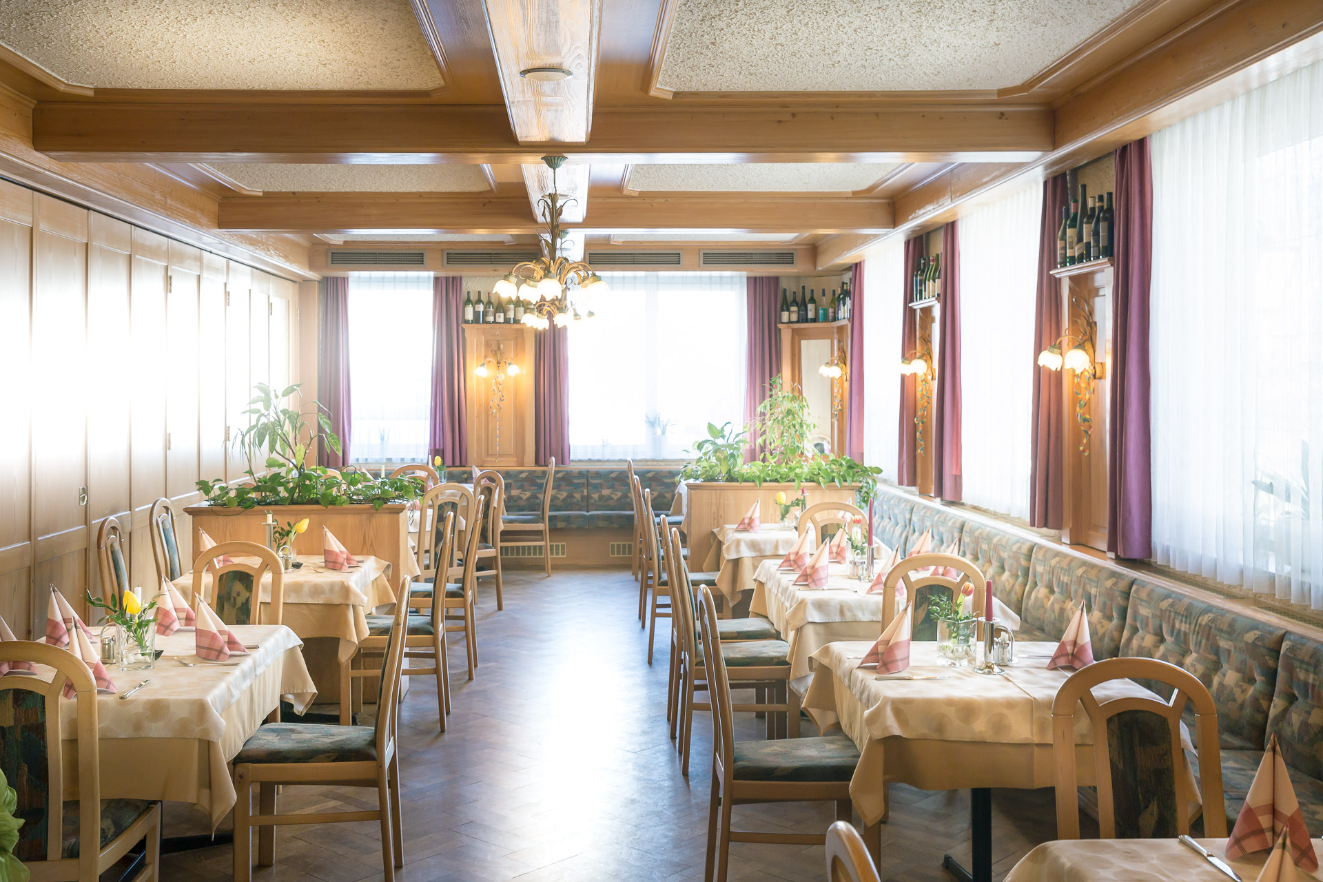Der helle Speisesaal ist ideal für diverse Feiern sowie für Busgruppen.