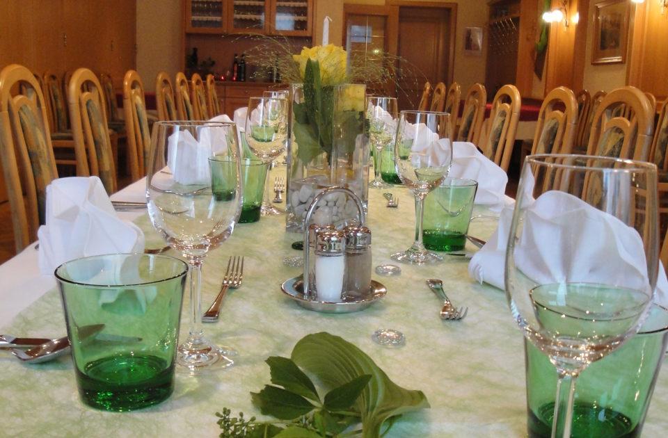 Die Tischdekorration wird den Wünschen der Gäste angepasst.